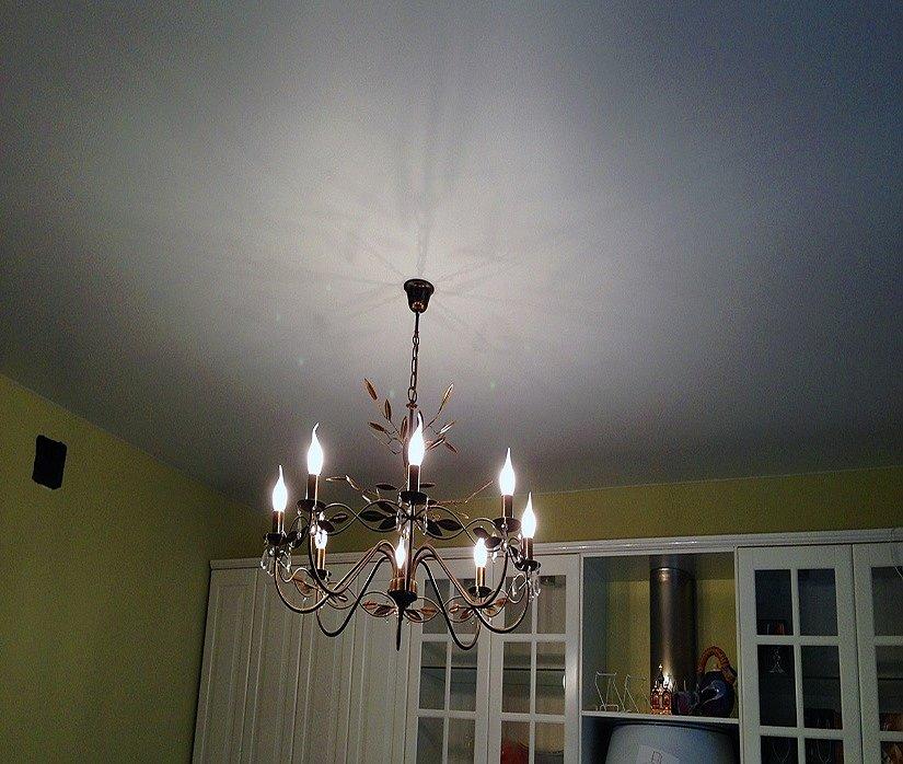 Натяжной потолок в помещении с высокими потолками