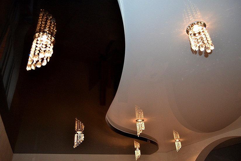 красивые светильники для натяжных потолков