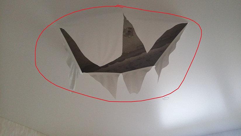 дырка на натяжном потолке