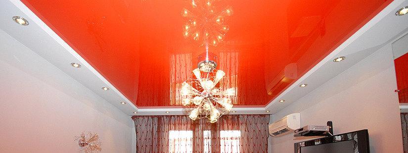 Натяжной потолок и отражение люстры на полотне