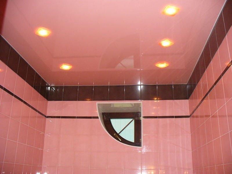 Натяжной потолок установленный на керамическую плитку