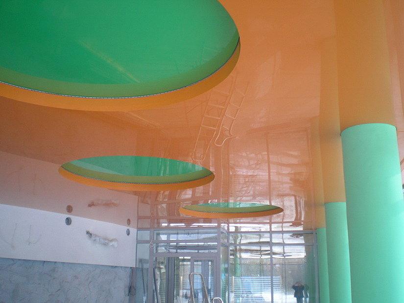 монтаж многоуровневых натяжных потолков