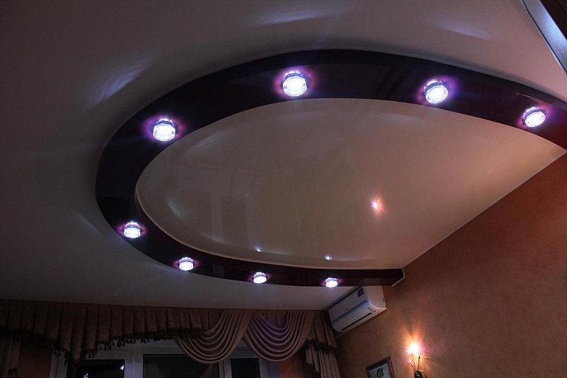 Натяжной потолок полукруглой формы