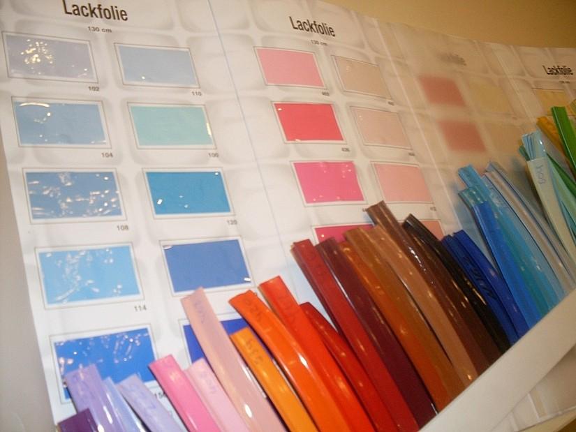 Натяжные потолки имеют широкую цветовую гамму