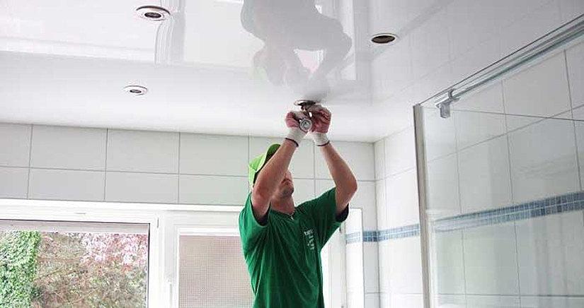 монтаж светильников на натяжной потолок