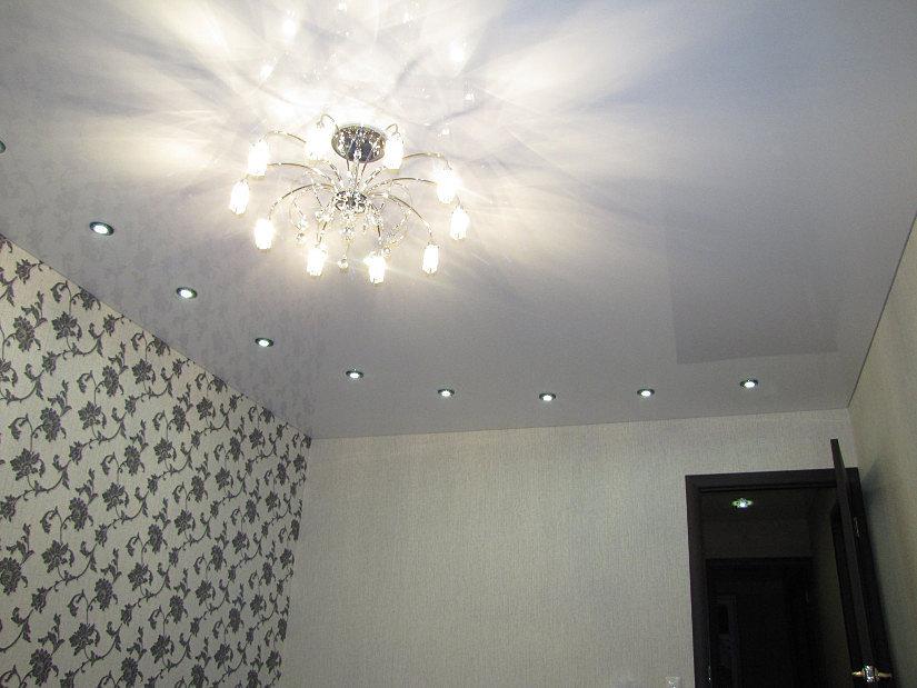 Схема расположения светильников совместно с люстрой