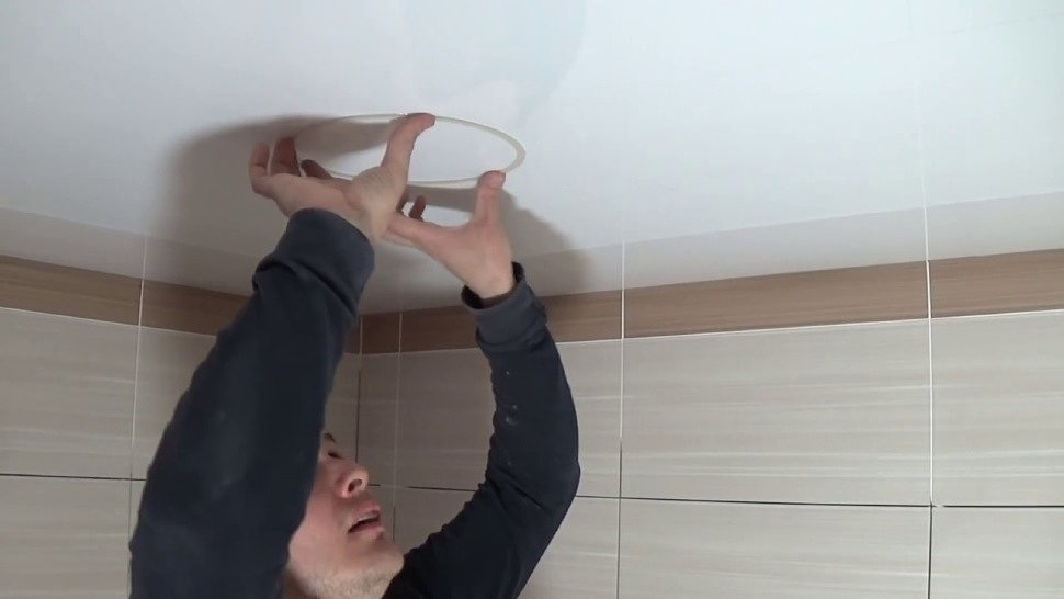 Процесс монтажа термокольца на полотно