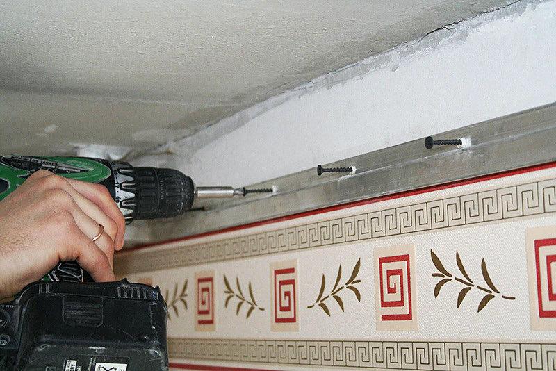Крепление профиля для монтажа натяжного потолка