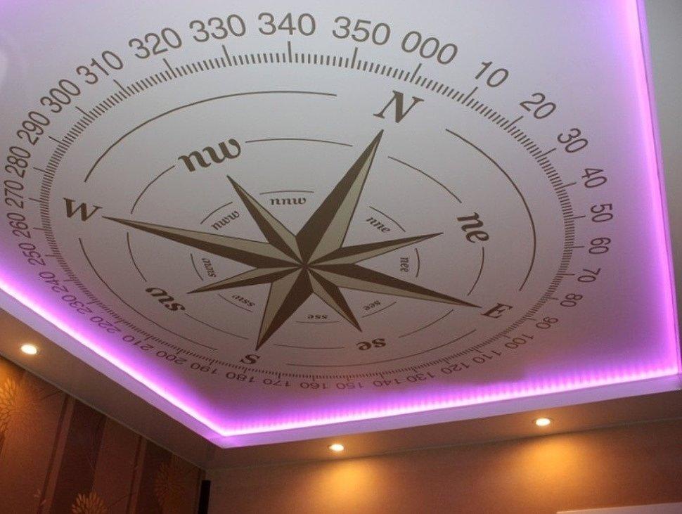 Натяжной потолок с контурным свечением