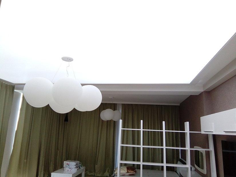 Потолок из пленки translucent