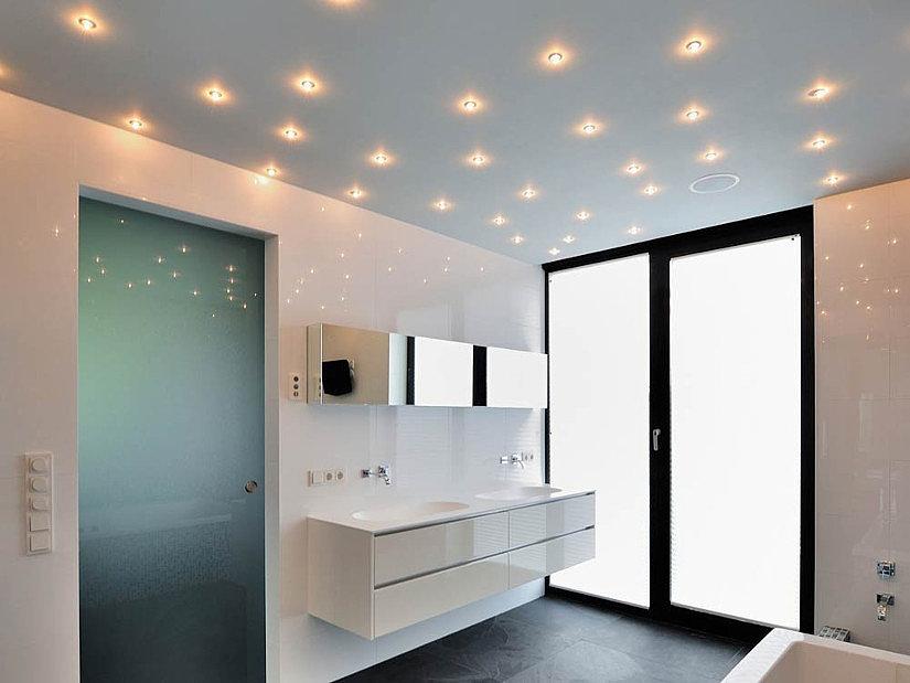 галогенные лампы на натяжном потолке