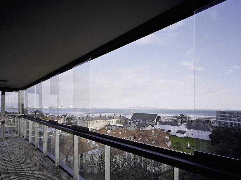 установки натяжных потолков на балконе